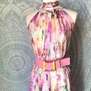 Beautiful floral halter maxi dress 🌸🍃🤍🌼🍃🌸